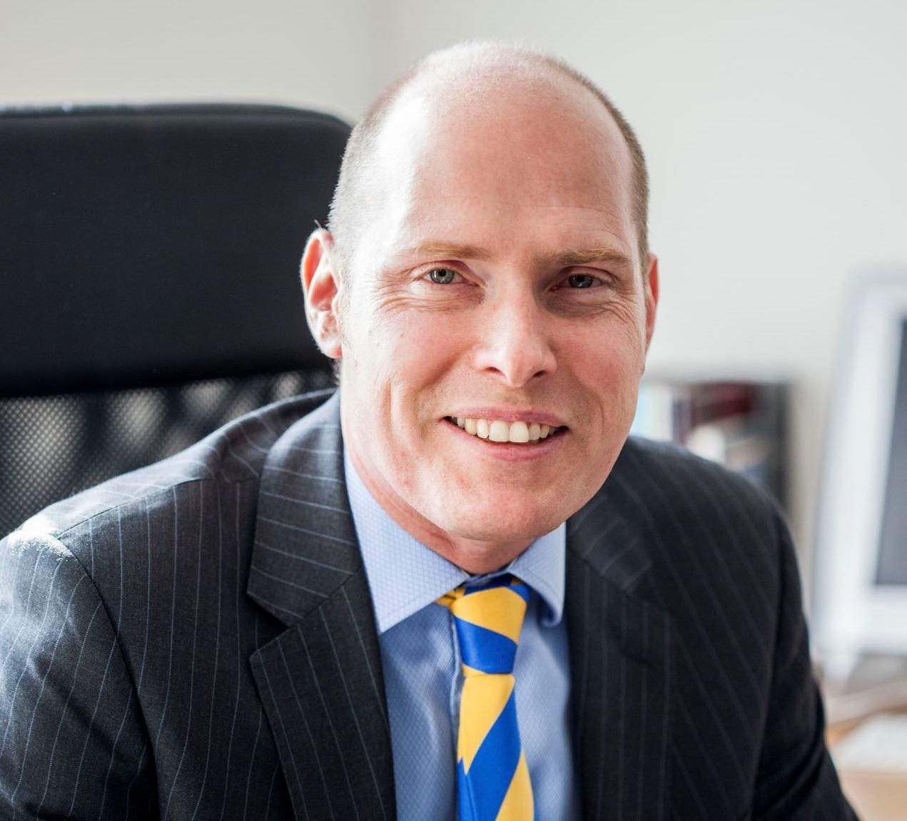 Mr Stuart McIntosh